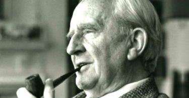 Prof. J.R.R. Tolkien był głęboko wierzącym i praktykującym katolikiem.